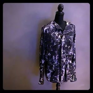 Cinched waist B&W marbled jacket with hood.
